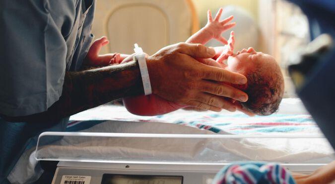 Qué llevar en el bolso maternal para el parto y le hospital