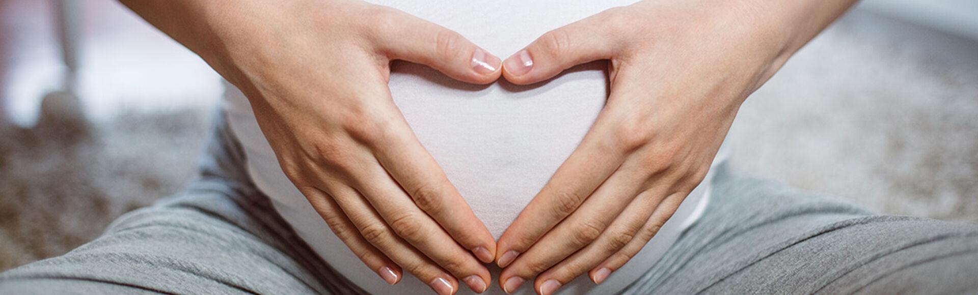 ¿Qué color es el flujo de una mujer embarazada?    Más Abrazos by Huggies