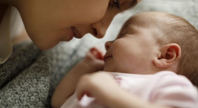¿Por qué lloran los bebes?  | Más Abrazos by Huggies
